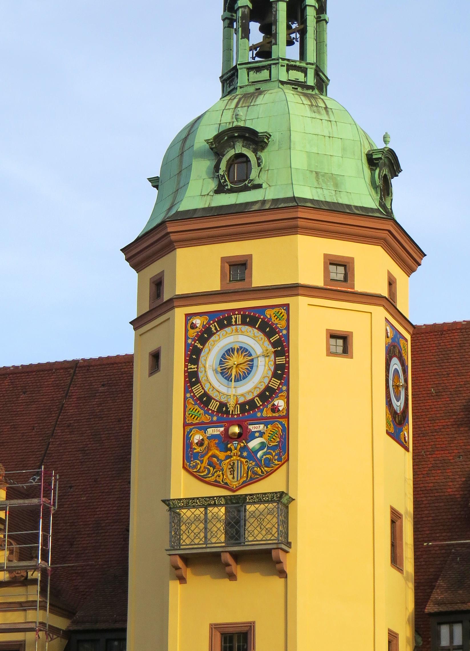 Часы на Ратуше музея истории города в Лейпциге+